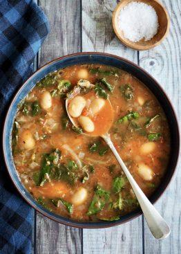 10 minutters suppen med bønner og spinat