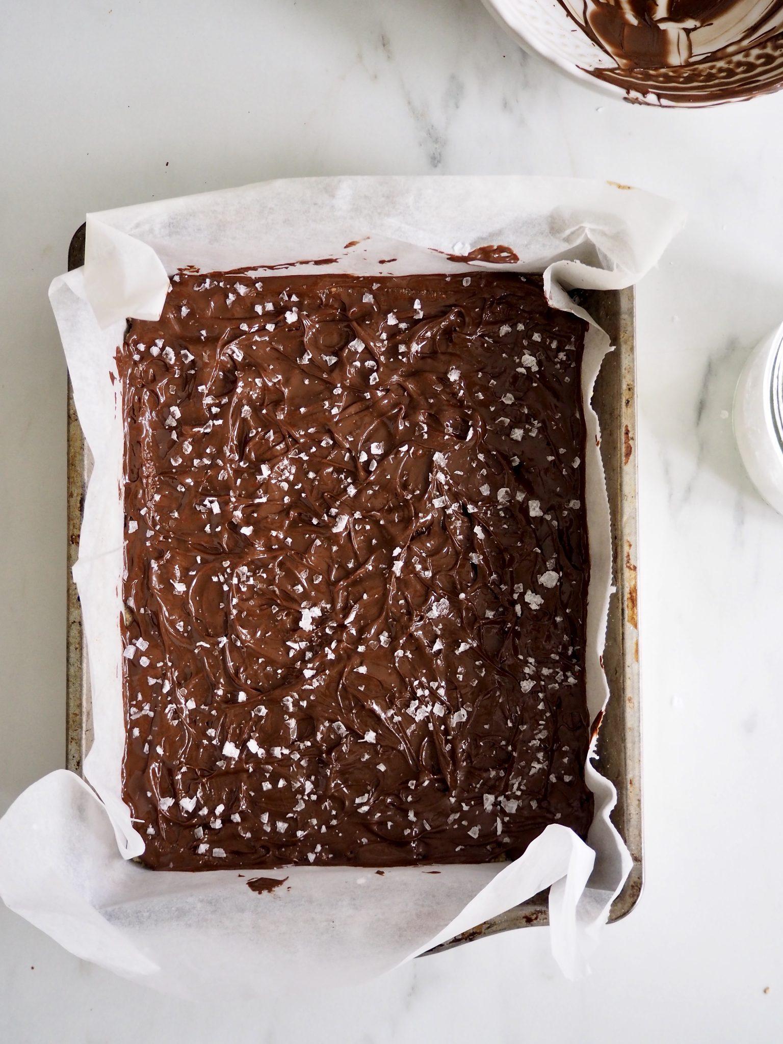 Nøttebar med sjokoladetrekk med tre ingredienser