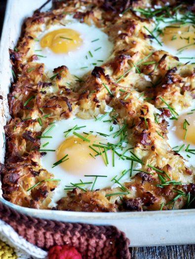 Röstipoteter i form, med skinke og egg