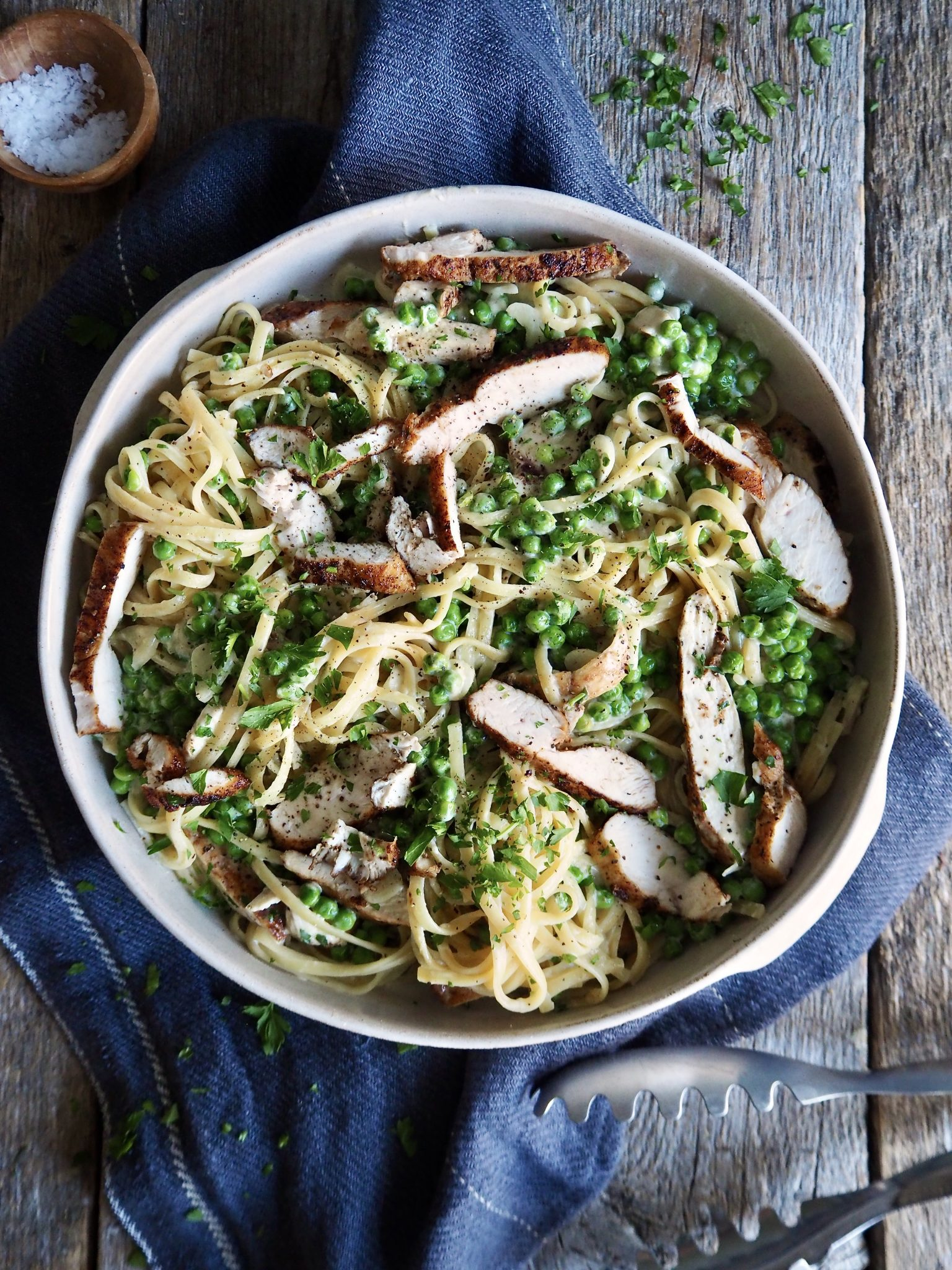 Kremet pasta med kylling og erter