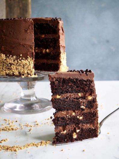 Sjokoladekake med karamell og peanøtter