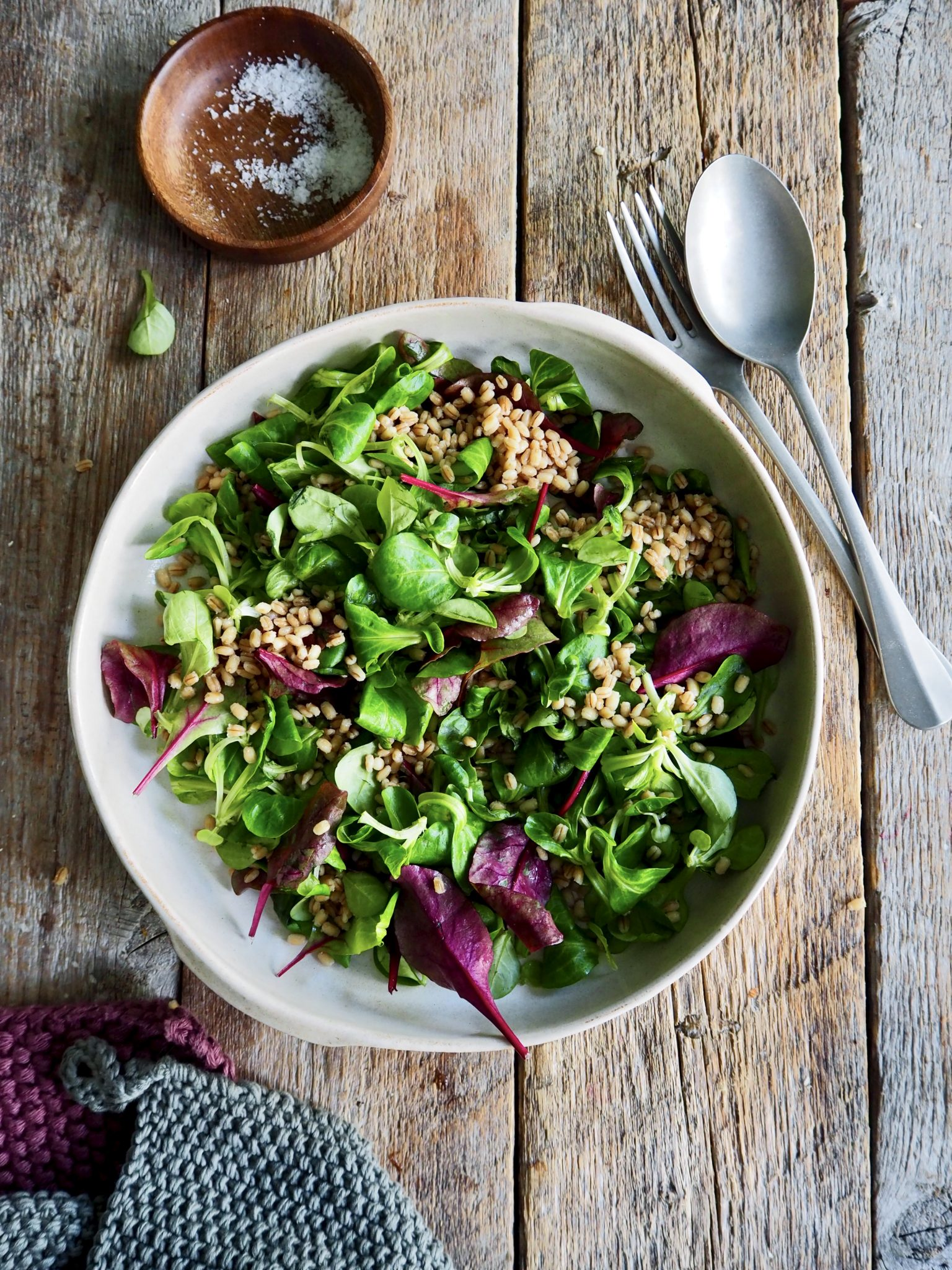 Ristet blomkålsalat med sprøstekte kikerter og avokado