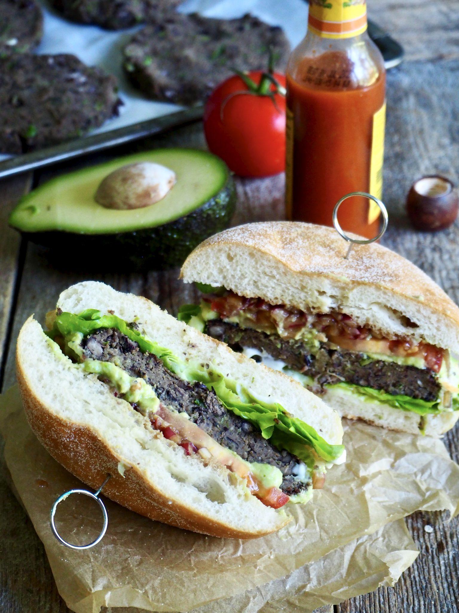 Vegetarburger med svarte bønner bønneburger)