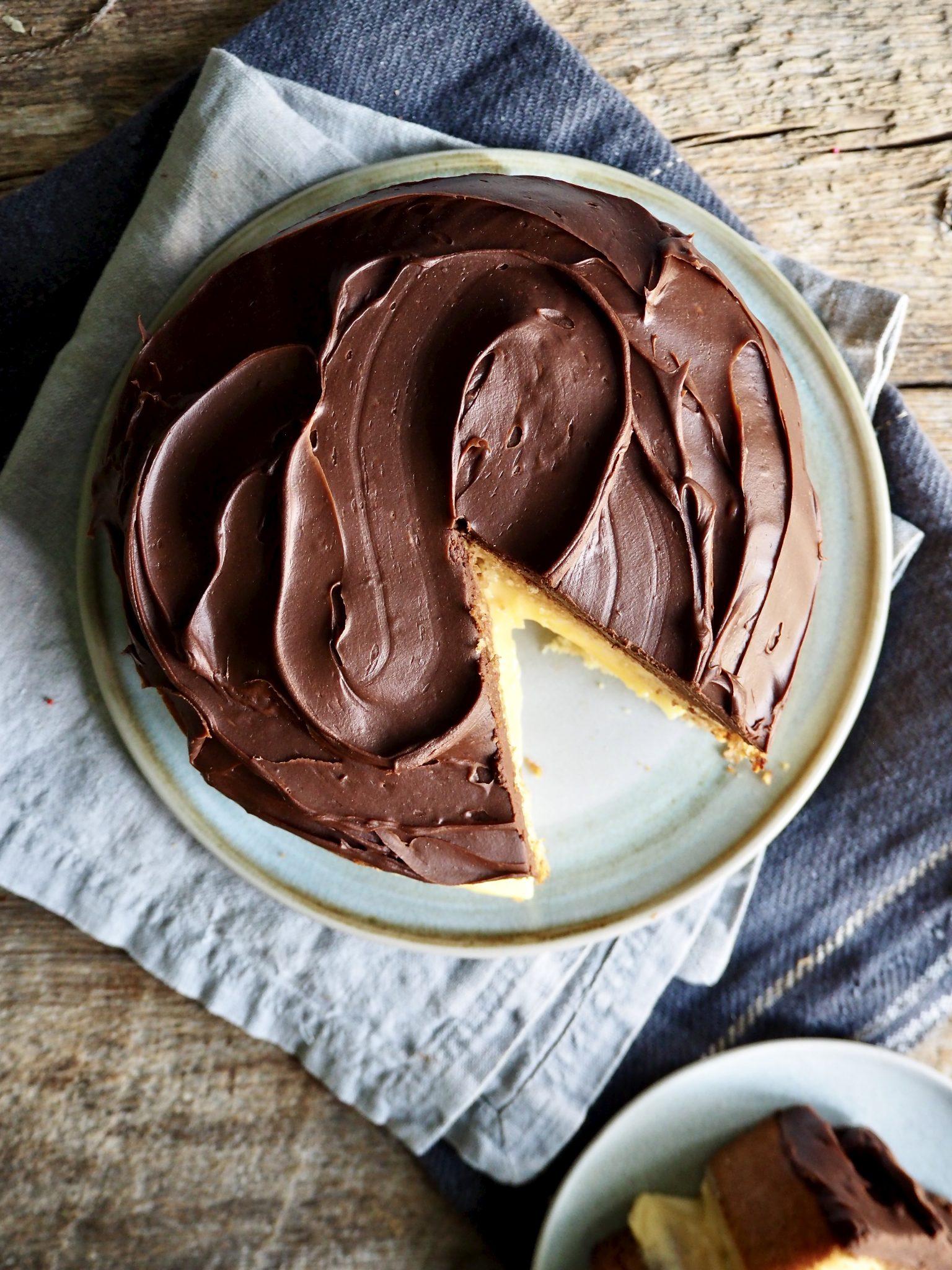 Festkake med vaniljekrem og sjokoladeglasur - Boston cream pie