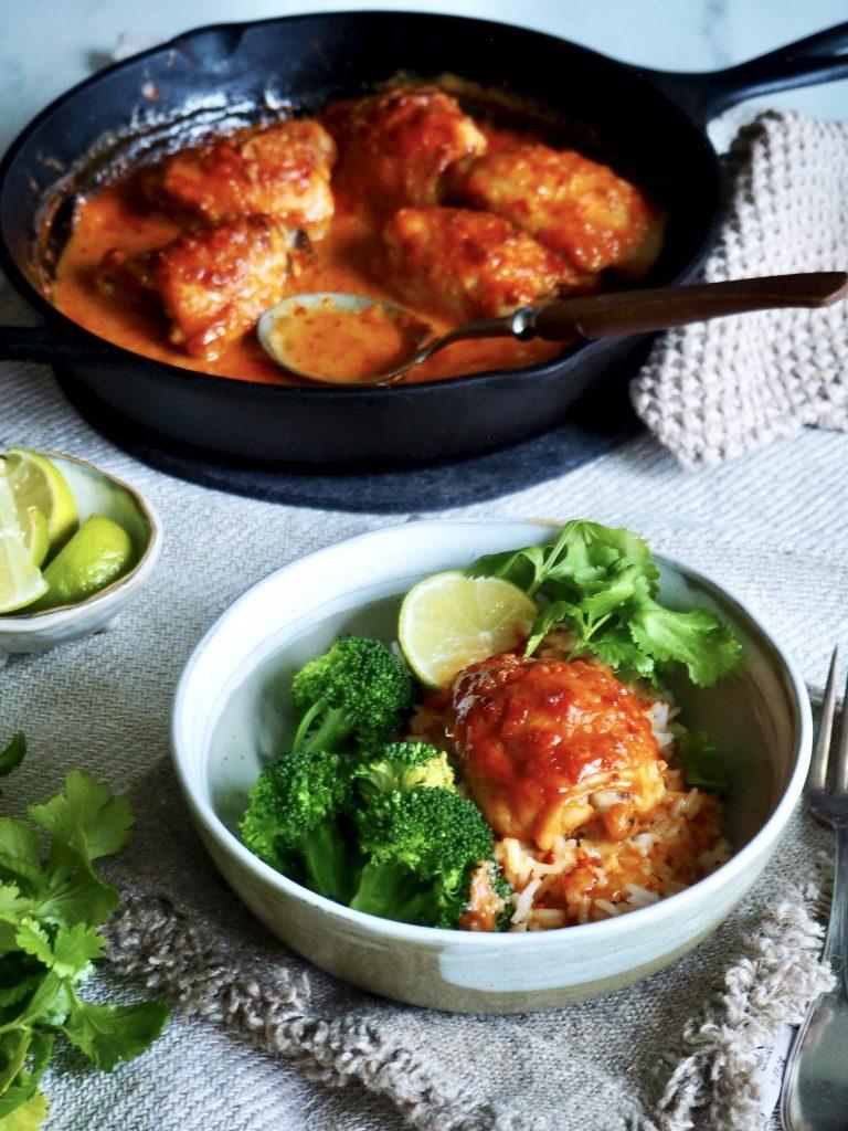 Enkel ovnsbakt kylling med chili og kokosmelk