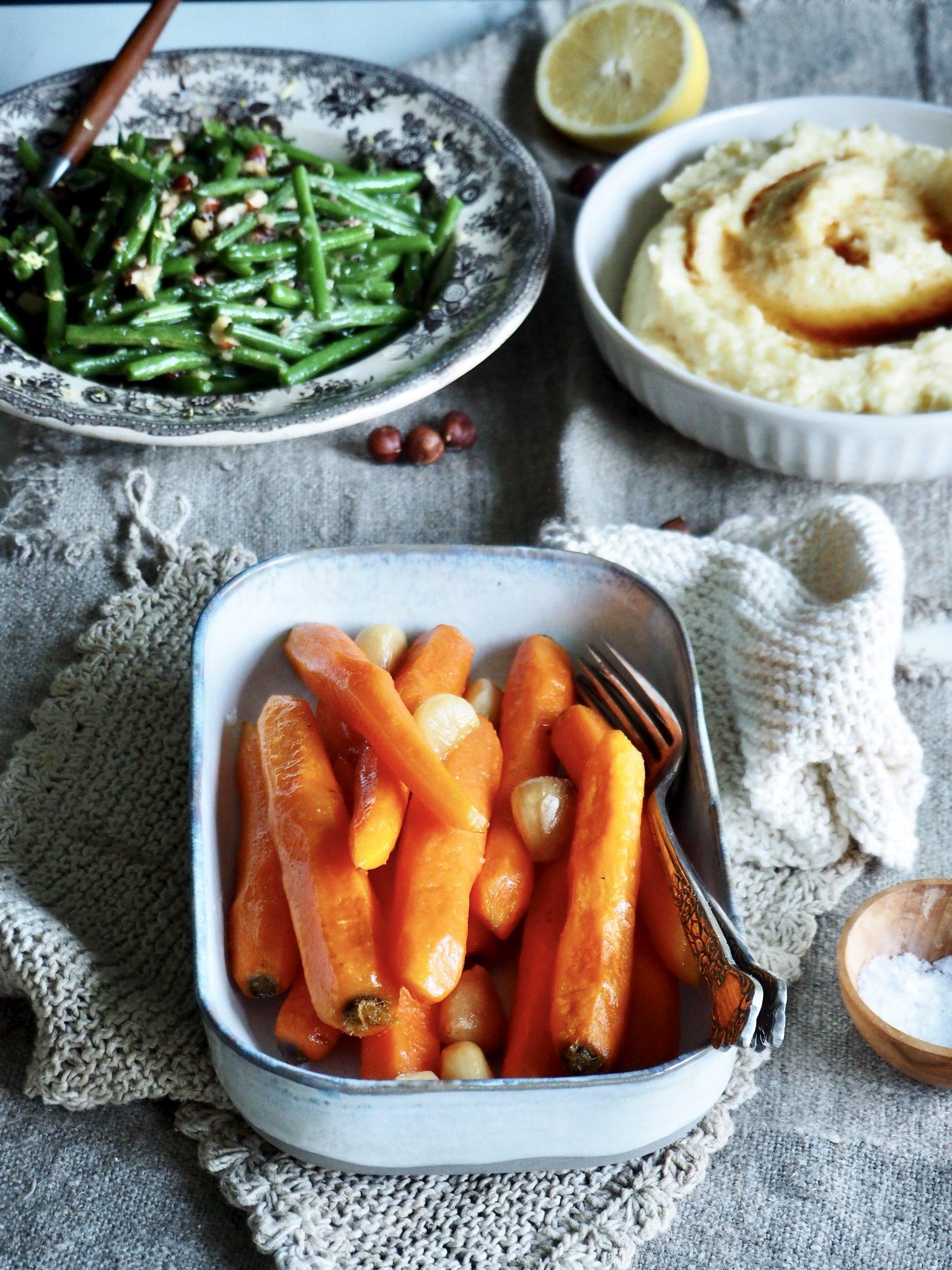 Saftige og gode ovnsbakte gulrøtter med hvitløk