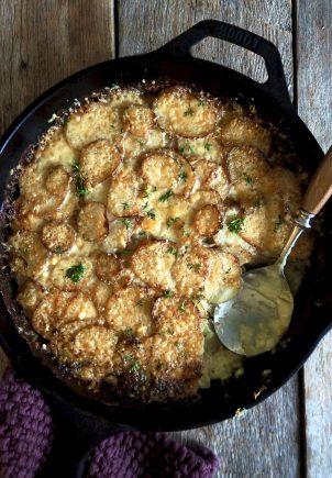Fløtegratinerte poteter - med hvitløk og ost