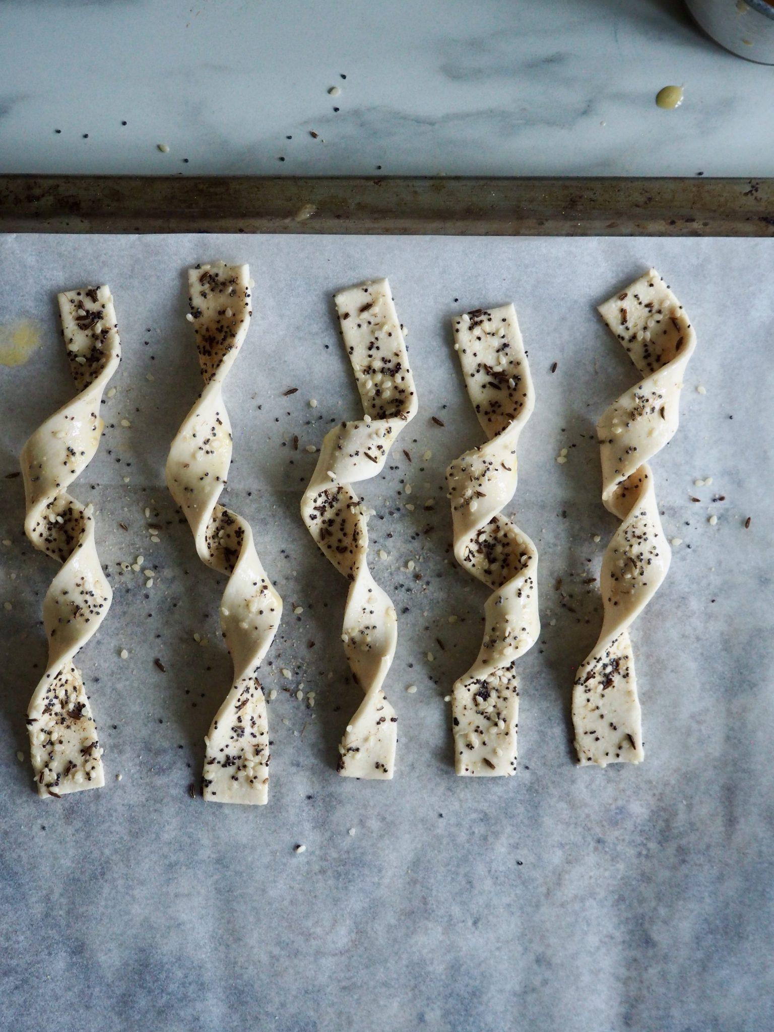 Butterdeigstenger med frø og krydder - perfekt snacks