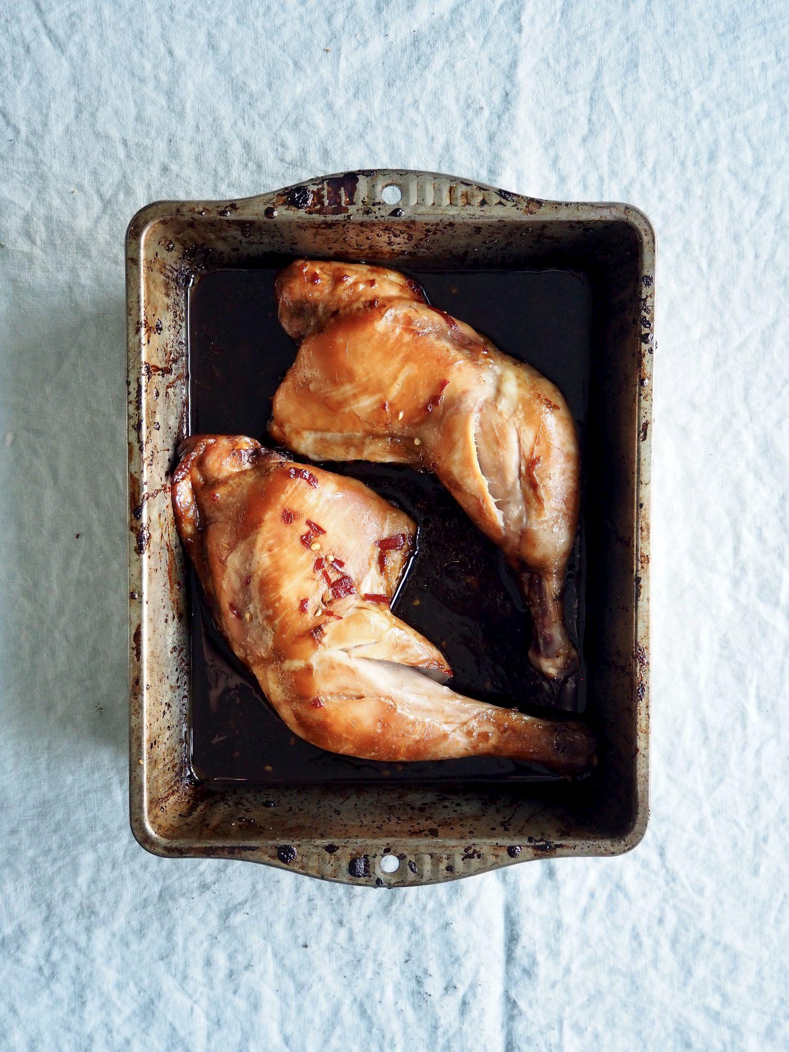 Vietnamesisk nudelsuppe (Phở ) med sprøtt kyllingskinn!