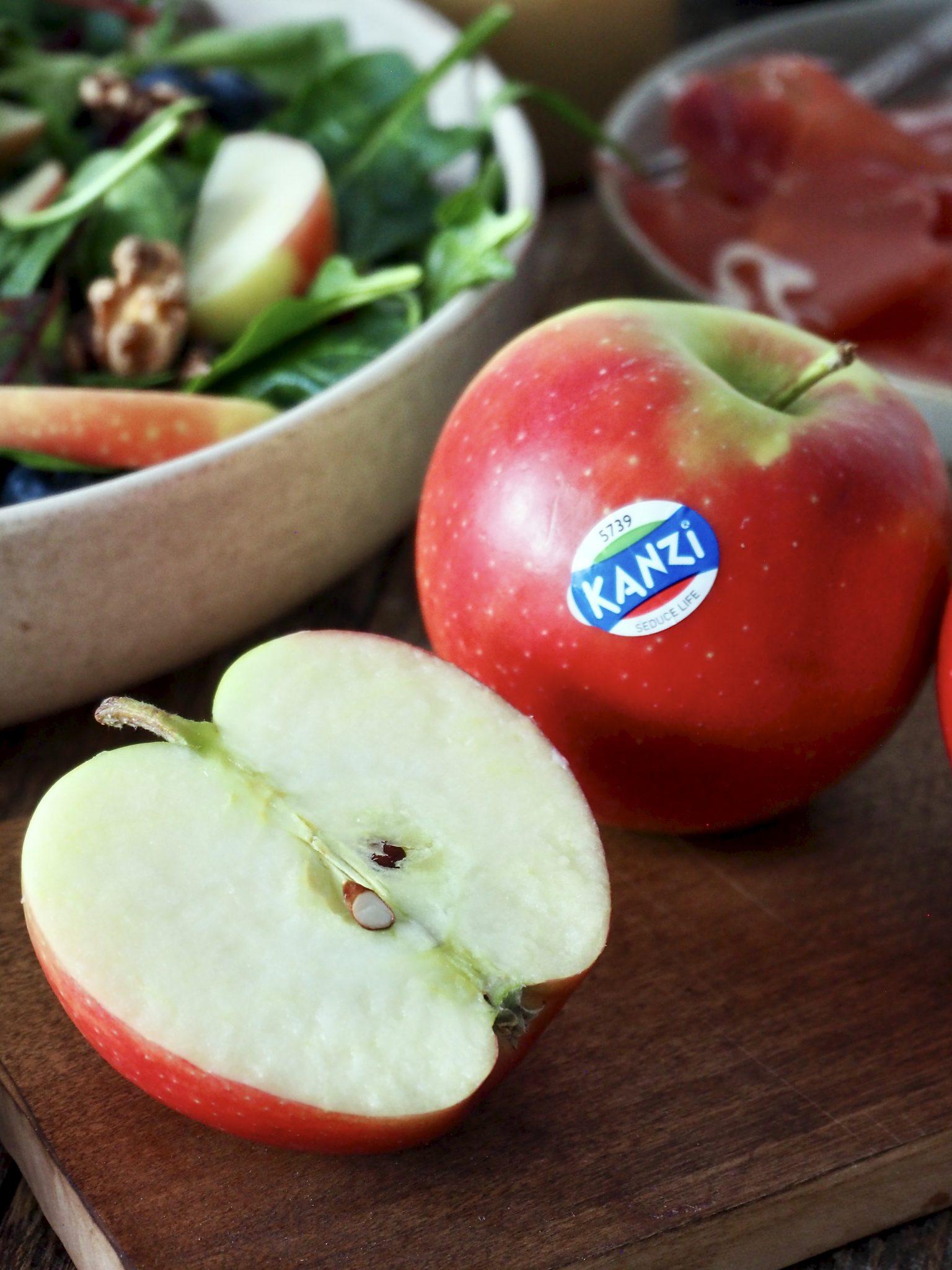 Forfriskende salat med Kanzi® epler og bær
