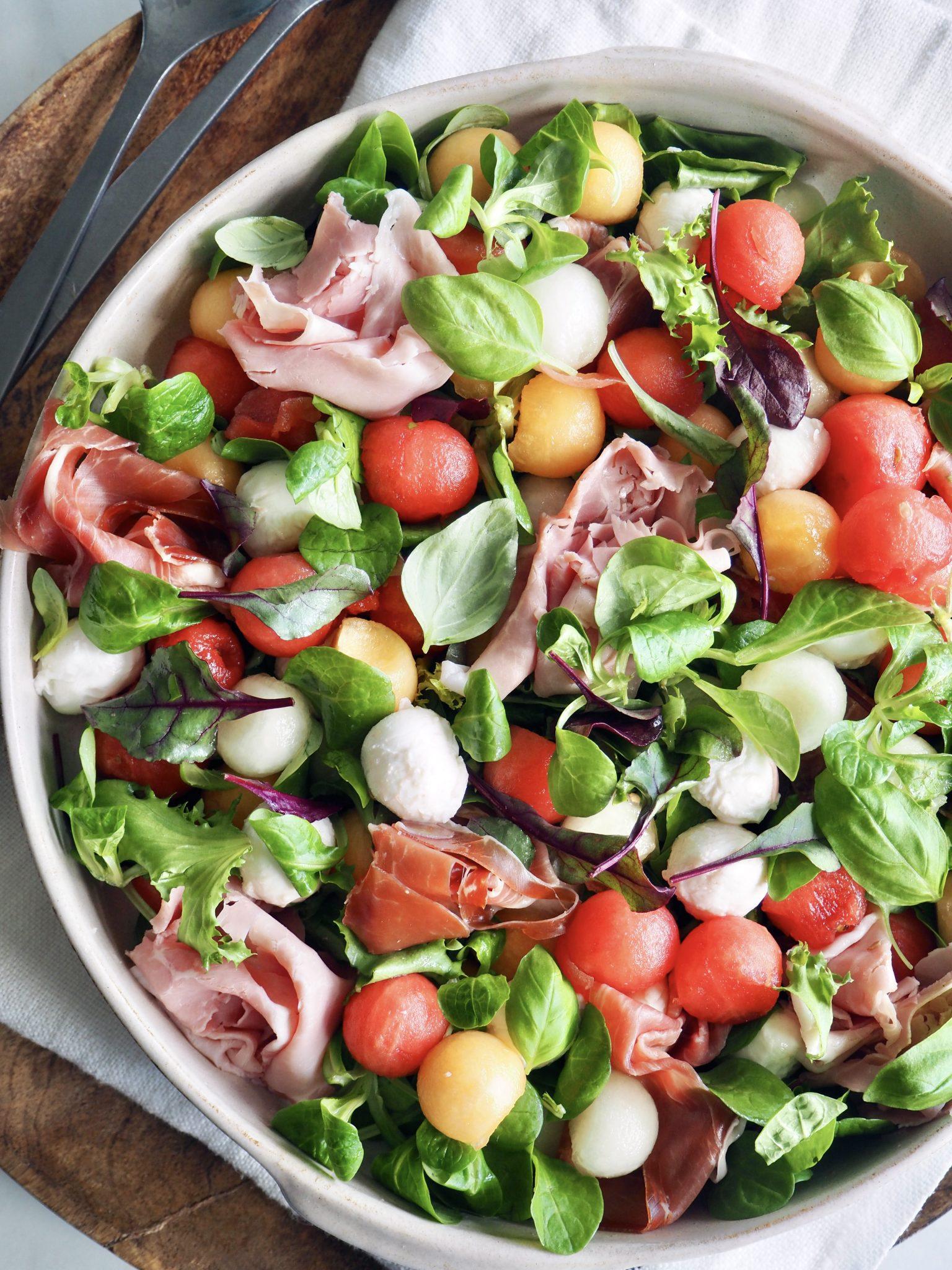 Fargerik salat med melon og spekeskinke