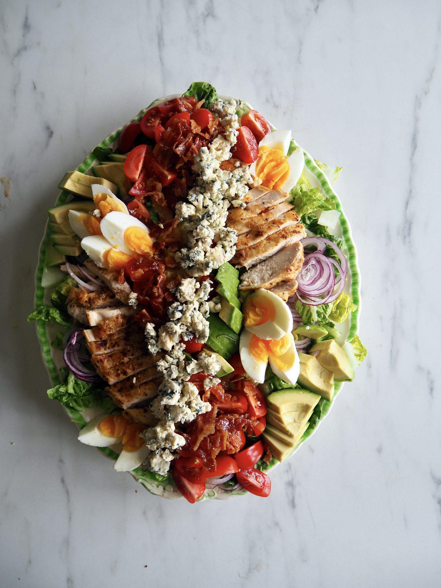 COBB SALAD -en klassisk amerikansk salat med kylling, bacon og avokado