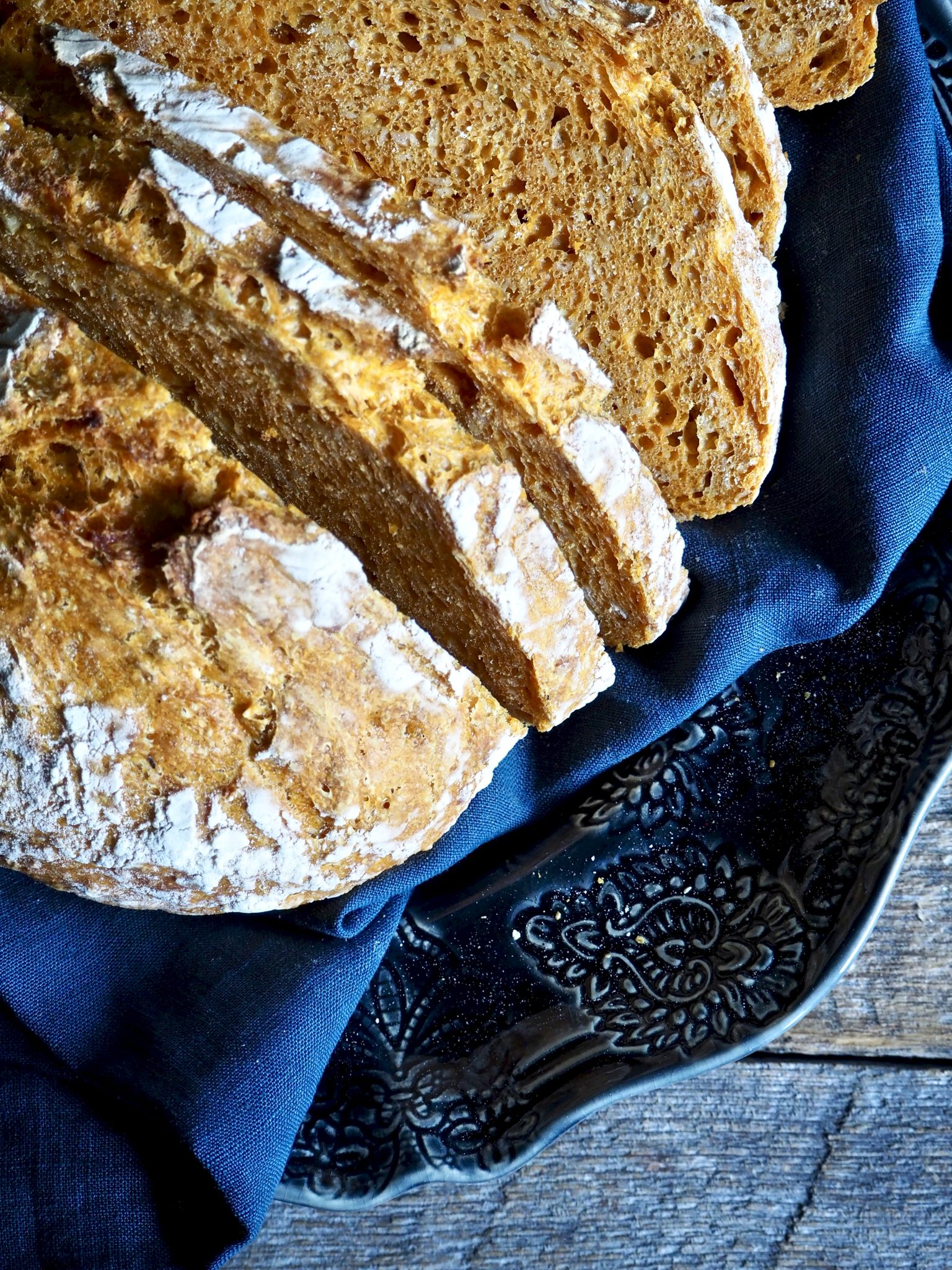 Eltefritt gulrotbrød med havre og solsikkekjerner
