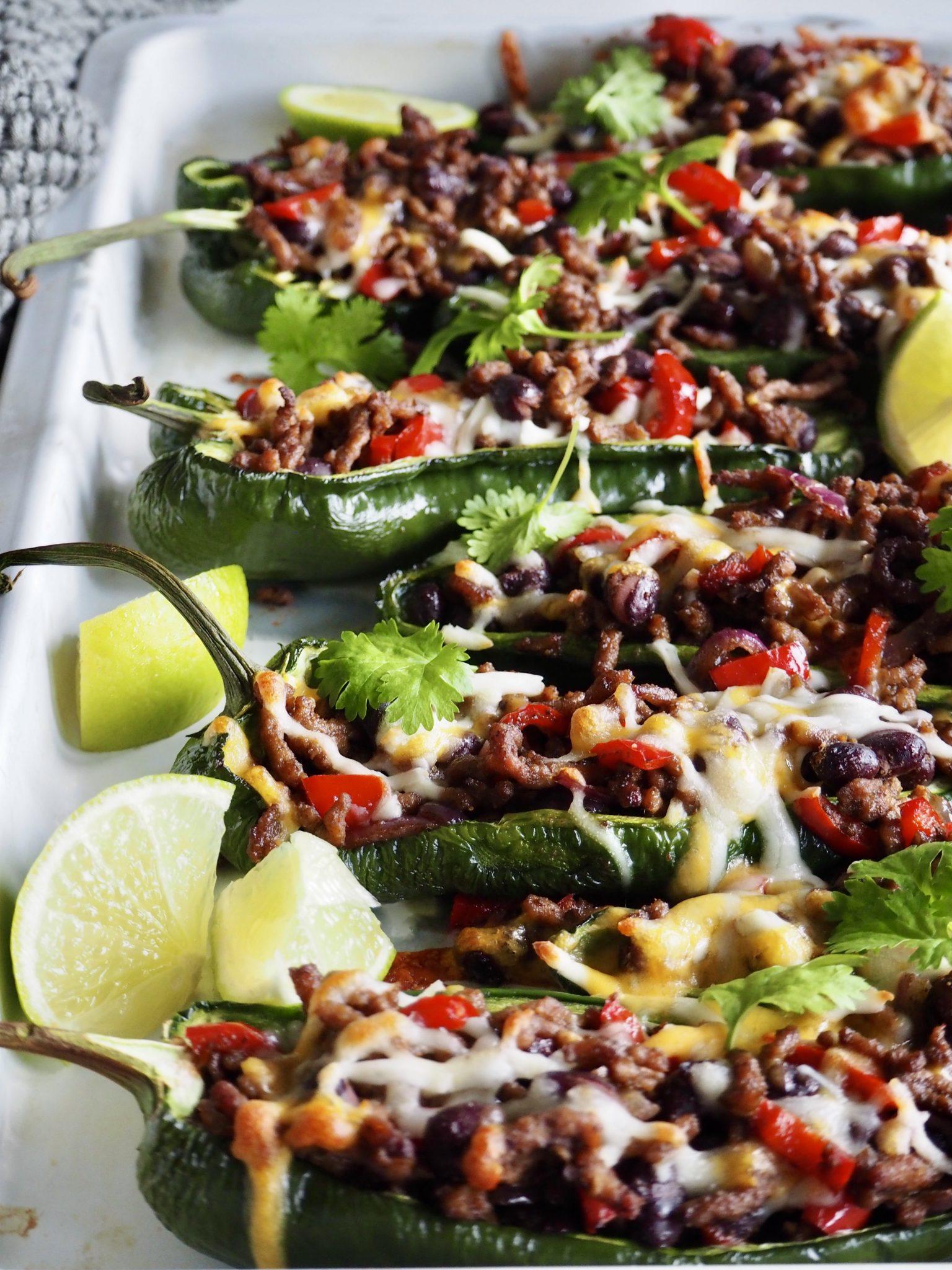 Fylte og gratinerte Poblano chili (eller paprika)