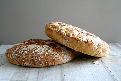 Eltefritt brød med timian og hvitløk