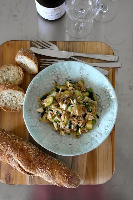 Pastasalat med grønn squash og agurk