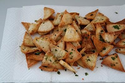 Sprø pita chips med karamelisert løk dip
